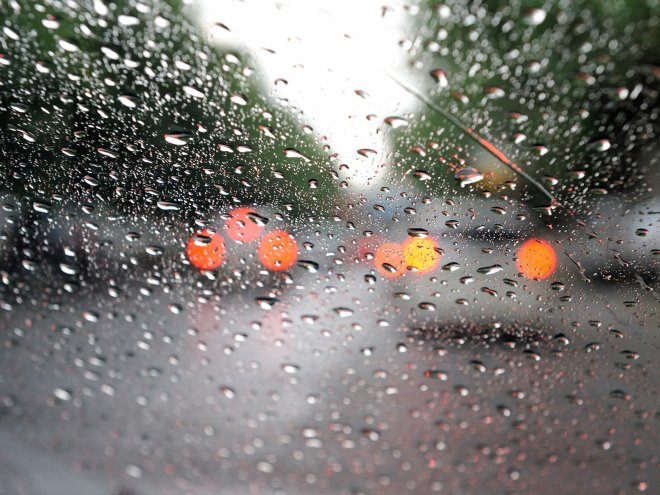 Rain Drops on Glass Wallpapers 2_0.preview
