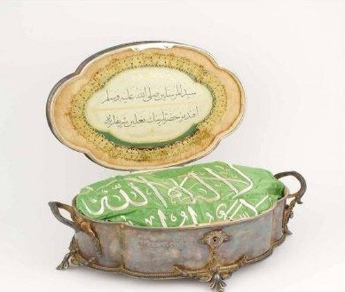 The protective case of the leather sandal of the Prophet