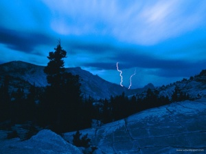 stormy_weather_yosemite_national_park_californ-800x600